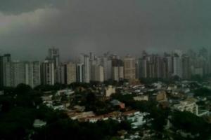 Núcleos de chuva forte atingem municípios da Grande Curitiba e Litoral nesta terça