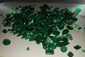 Pedras de esmeraldas sem nota são apreendidas em Campo Mourão