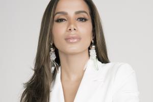 Anitta mostra seu lado empresária em Curitiba