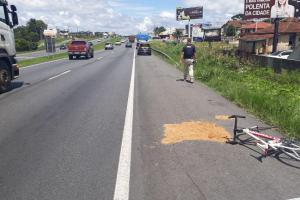 Ciclista morre após ser atingido por caminhão na BR-277