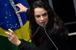Bolsonaro deve adotar 'critérios claros' sobre demissão de ministro, diz Janaina Paschoal