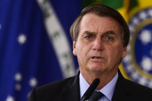 Bolsonaro apresenta novo projeto que dificulta moderação de fake news nas redes
