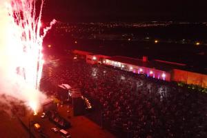 Primeiro show do Brasil 'quase normal' recebe 3 mil pessoas na Grande Curitiba. Veja como foi