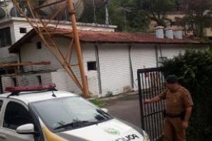 Homem morre ao levar choque enquanto tentava furtar fios de cobre