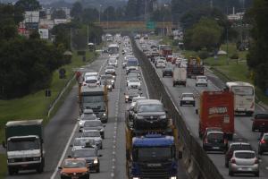 Paraná vê rodovias lotadas e acidentes graves no fim do feriado prolongado