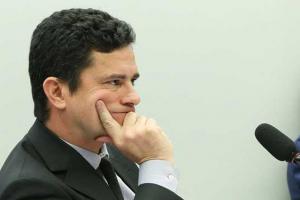 Ministro da Justiça Sergio Moro adia ida à Câmara para falar sobre troca de mensagens