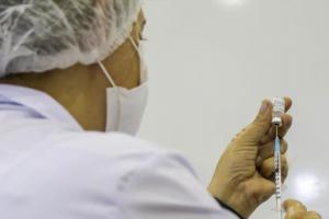 Vacinação contra a Covid-19 ultrapassa 409 mil pessoas em Curitiba. Segunda começa novo grupo