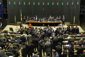 Câmara tira Coaf de Moro e mantém redução de ministérios