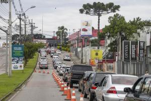 Obra da trincheira na Mário Tourinho bloqueia o trânsito no Seminário
