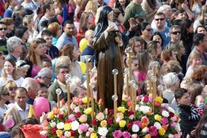 Festa para a santa das causas impossíveis começa com carreata no Hauer