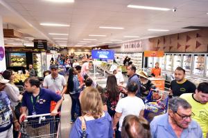 Supermercado de Curitiba faz nova promoçãocom itens abaixo de R$ 0,99