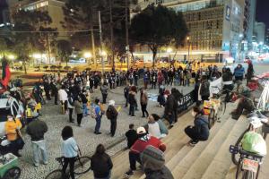 Ato na Praça Santos Andrade critica ação no Rio de Janeiro