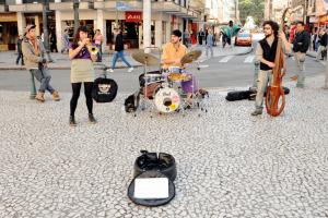 Em sessão na terça, vereadores podem alterar lei dos Artistas de Rua em Curitiba