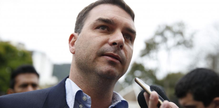 Receita Federal e MP investigam miliciano que mantinha elo com Flávio Bolsonaro