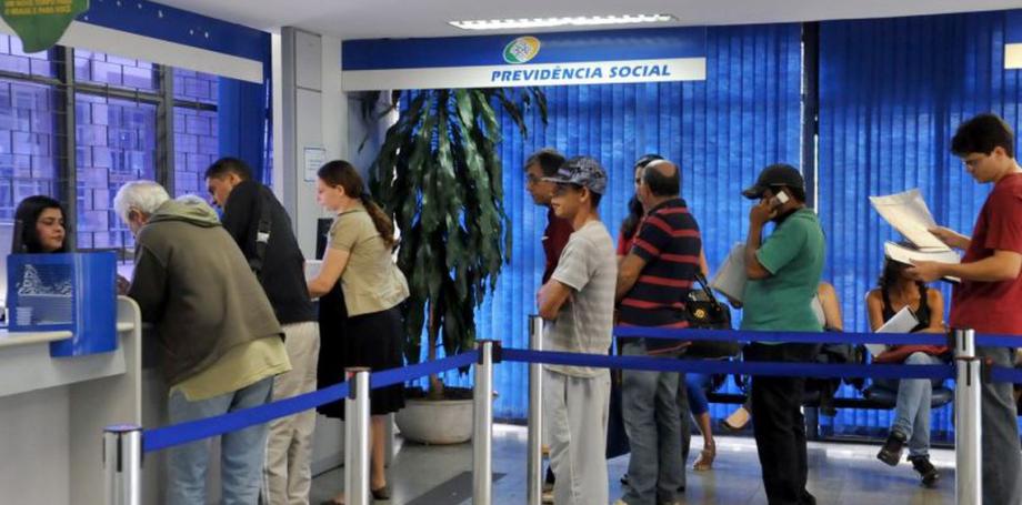 Ministério Público pede suspensão de contratação de militares para INSS por violar constituição