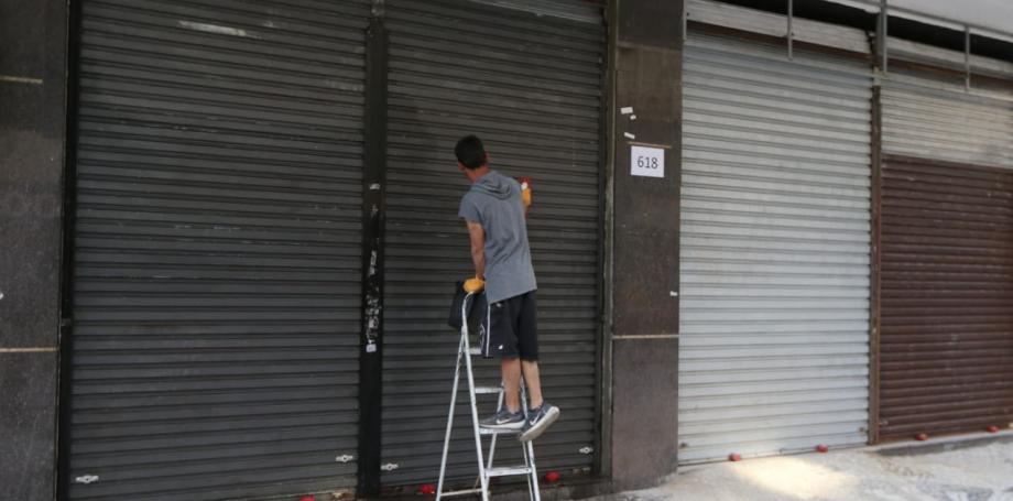 Com fim de quarentena restritiva no PR, comércio de Curitiba pode abrir nesta quarta com horário restrito