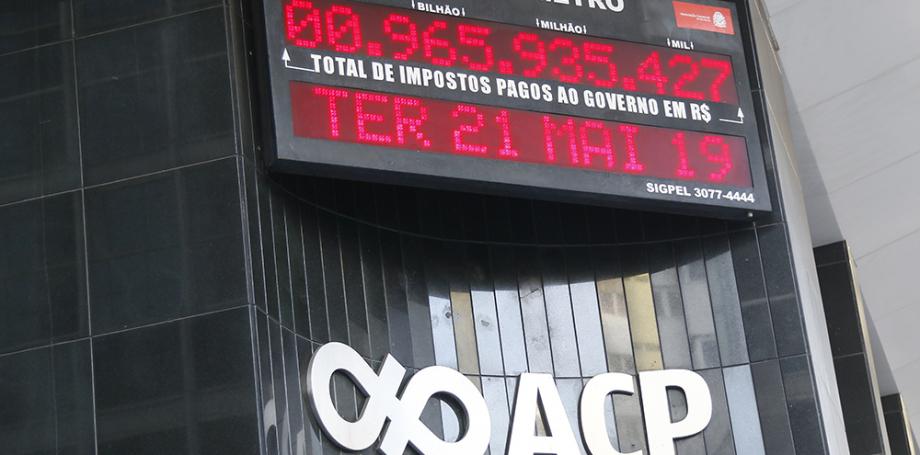 Impostômetro vai atingir a marca de R$ 1 trilhão 11 dias mais cedo neste ano