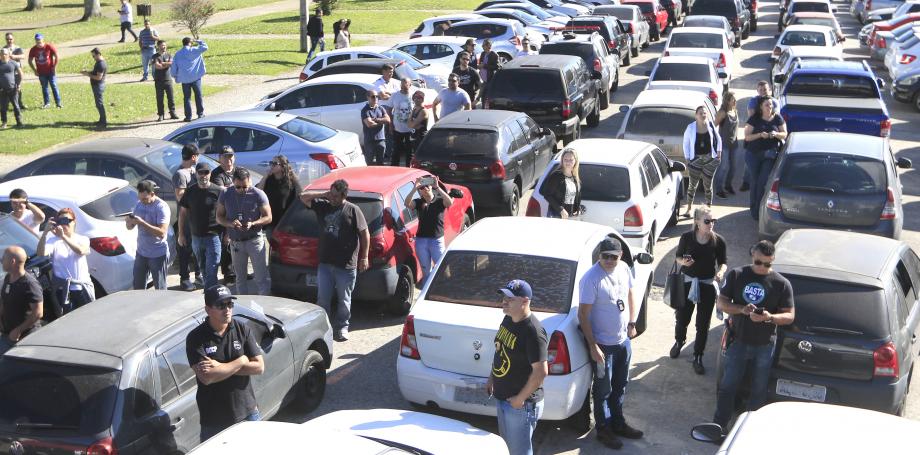 Diante de greve, governo ameaça encerrar negociação com servidores