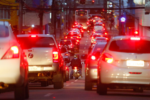 Frota de veículos volta a crescer  em Curitiba e atinge número recorde