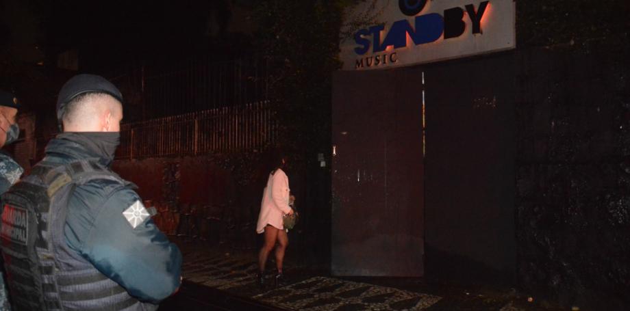 Aifu encontra 150 pessoas em balada clandestina no São Francisco. Casa foi multada em R$ 55 mil