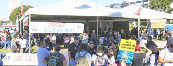 Sem consenso sobre negociação, servidores estaduais entram no segundo dia de greve