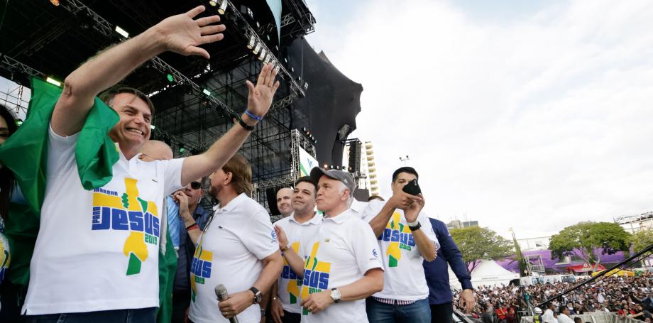 Na Marcha para Jesus, Bolsonaro diz que abre mão da reeleição se houver reforma política