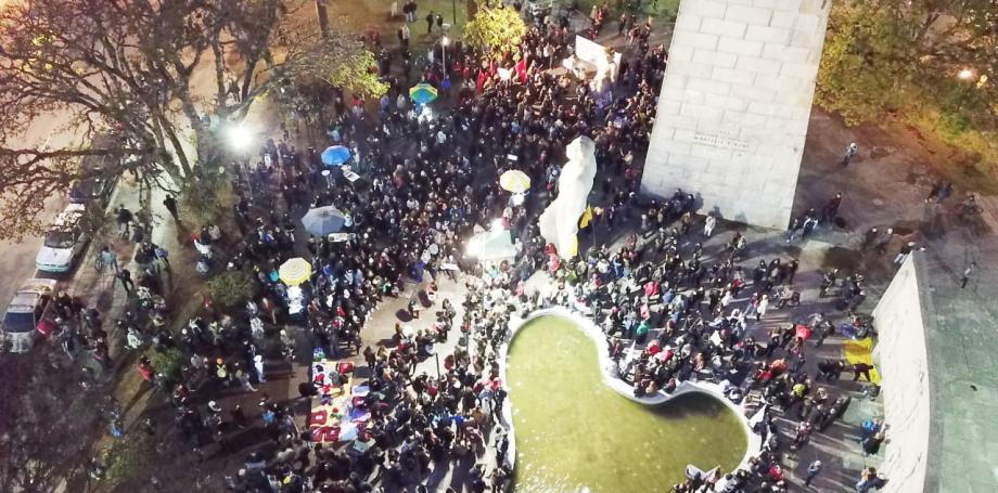 Curitiba tem protesto contra política ambiental do governo Bolsonaro. Veja fotos e vídeo