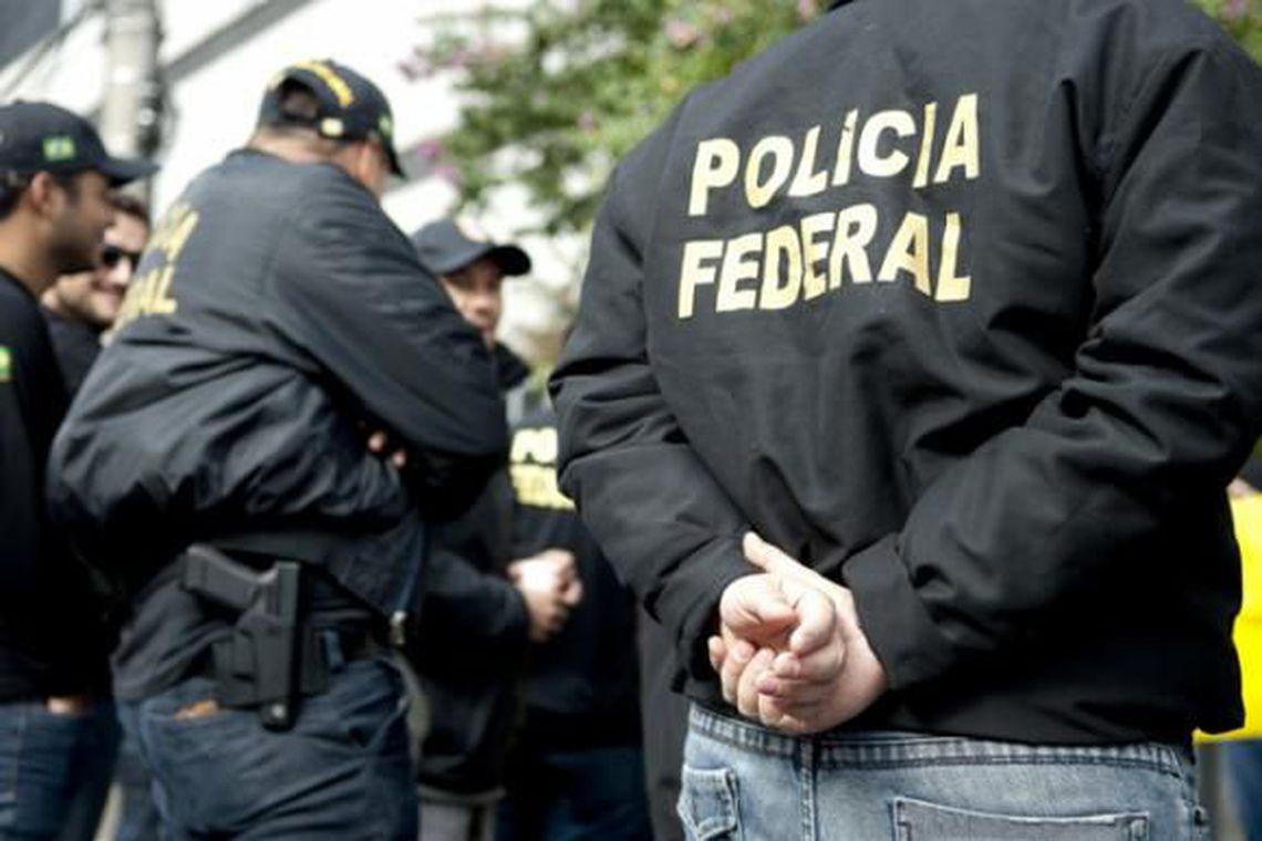 Polícia Federal faz operação contra lavagem de dinheiro de drogas no Paraná e no Rio de Janeiro