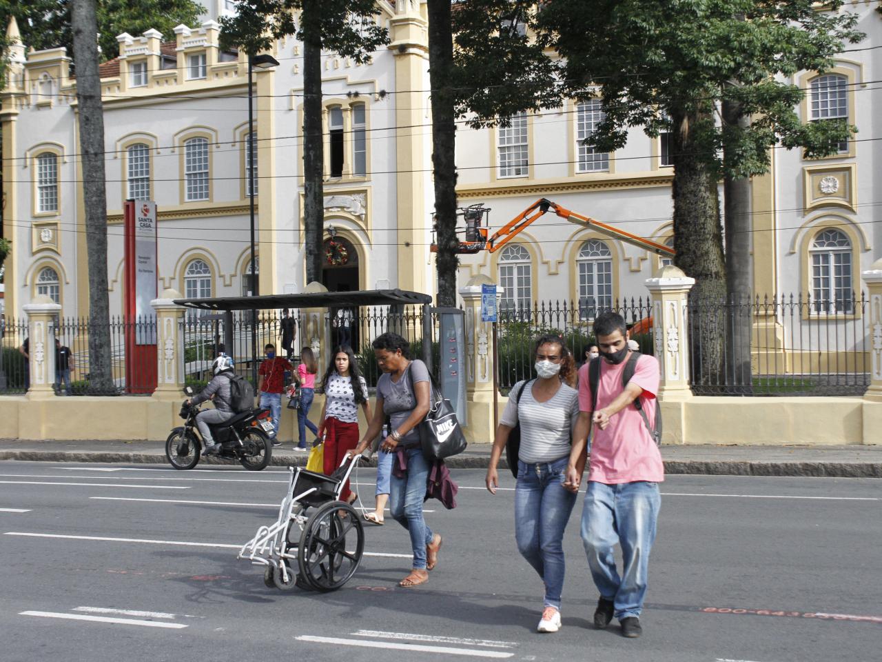Em número de casos, novembro vira  o pior mês da pandemia em Curitiba