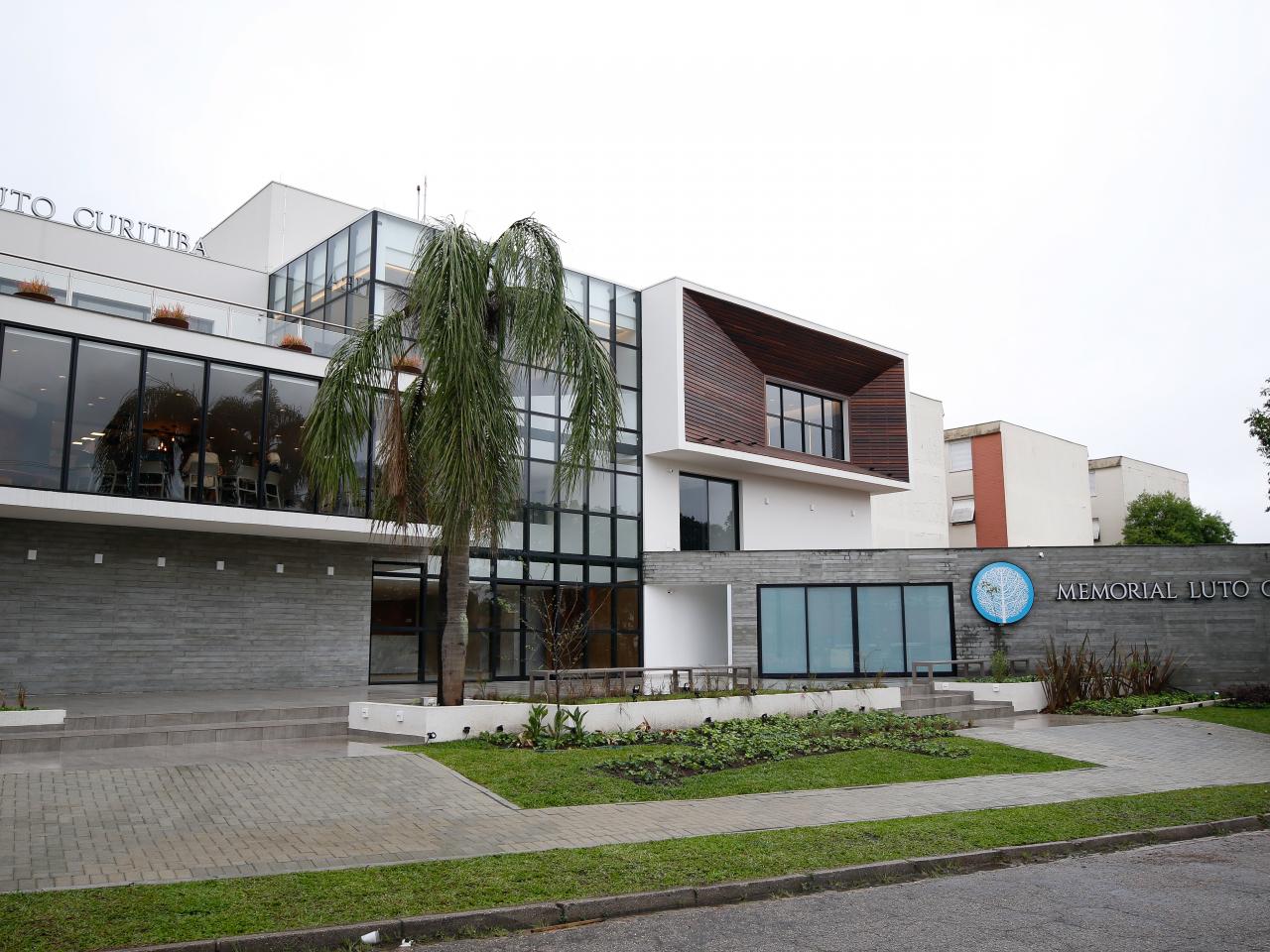 Pandemia transforma luto e 'despedidas' em Curitiba, que ganha novo memorial