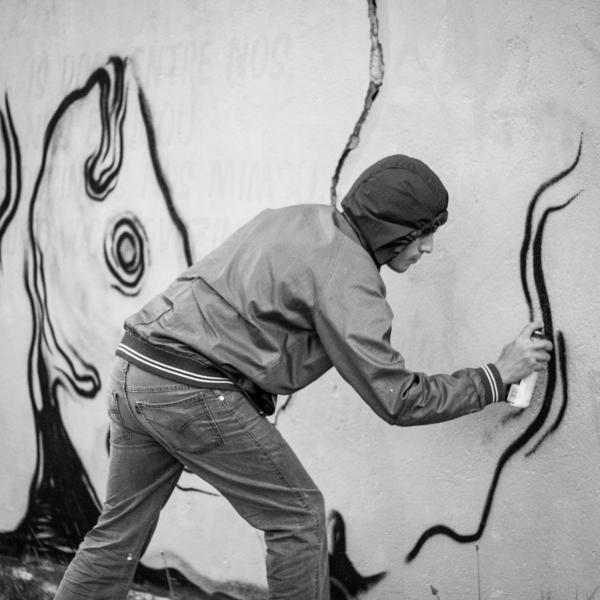 O artista Marciel Conrado em ação