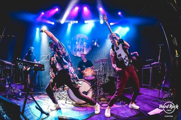 Banda Napkim no palco do Hard Rock Cafe.