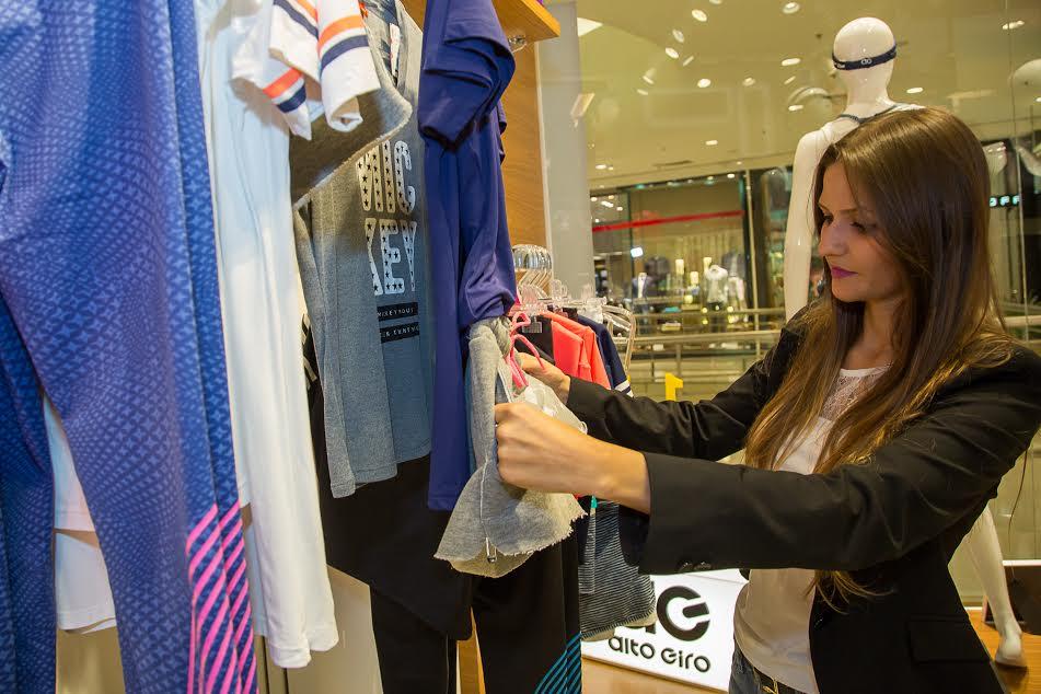 A jornalista Melanie Narozniak (foto) foi conferir a nova coleção. foto da  jornalista Marcelo Elias com assessoria as demais divulgação 79acb39561