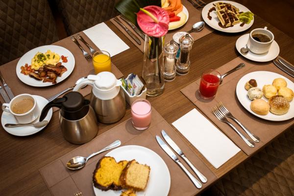 Café da manhã no Grand Hotel Rayon.
